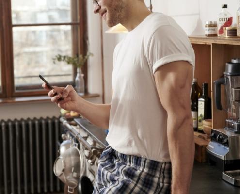 Warum Sie NIEMALS Pornos auf Ihrem Handy anschauen sollten